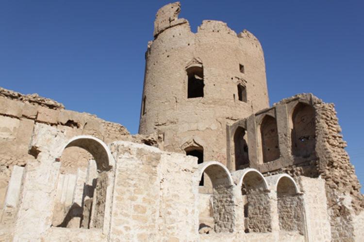 آثار تاریخی شهرستان دیر بوشهر رو به تخریب است