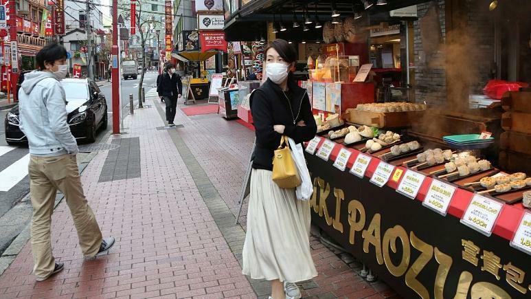 جنجال سخنان شهردار ژاپنی: زنان موقع خرید خیلی طول می دهند